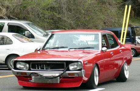 Great looking bosozoku style Nissan Laurel C130
