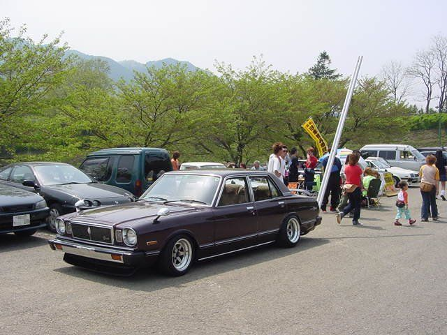 Toyota Mark II X4 with a sky high tail pipe