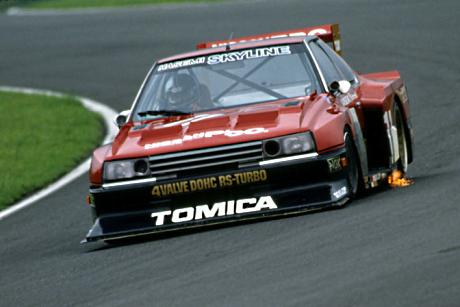 The Tomica Skyline rushing to victory