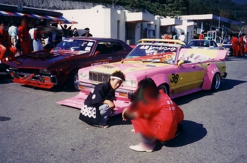 Bosozoku lifestyle: Pose in front of your Zokusha