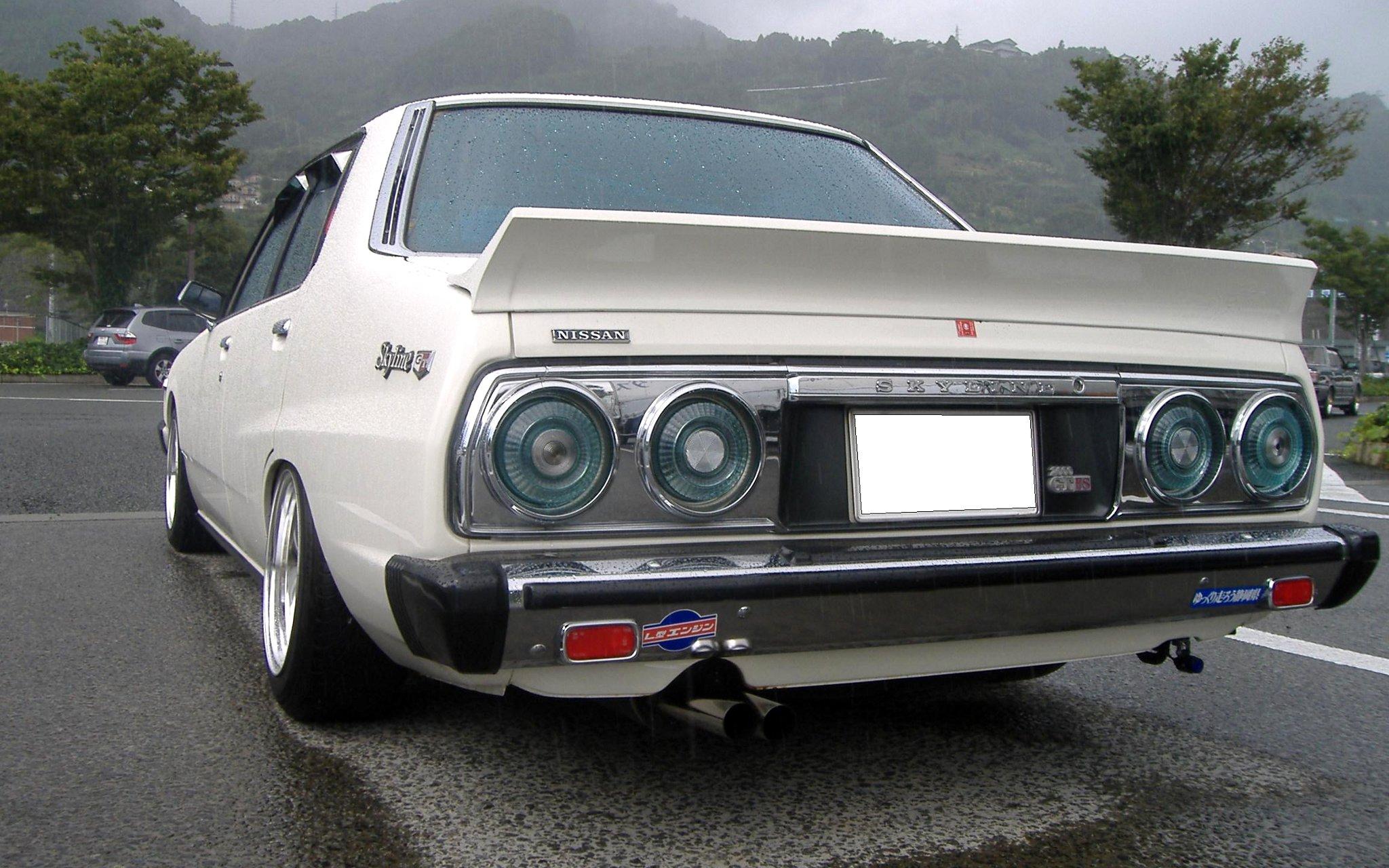Shakotan Nissan Skyline 2000 GT-ES C210