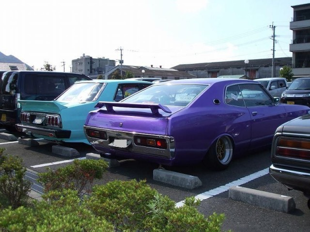 Pigsbutt Laurel SGX and Skyline Japan sedan
